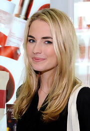 Amanda Hearst wore her hair styled straight and sleek at an event at Bloomingdale's