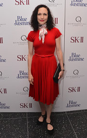 Bebe Neuwirth went for bold drama with this capped-sleeve pleated dress, which she paired with a cinched belt and a neck scarf.