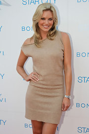 Kelly Landry paired a chic neutral sweater dress with a classic silver watch.
