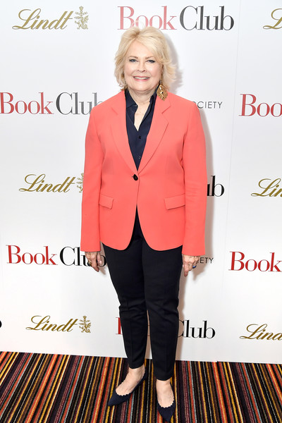 More Pics of Candice Bergen Layered Razor Cut (5 of 6) - Candice Bergen Lookbook - StyleBistro [suit,clothing,pantsuit,formal wear,outerwear,blazer,fashion,footwear,tuxedo,jacket,candice bergen,book club,new york,city cinemas,screening,screening]