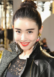 Yuan Xin Zheng swept her hair back into a cute braided bun for the Boss Women fashion show.