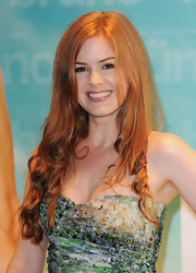 Isla was all smiles while sporting her long red tresses in a soft side-parted style with the ends tightly curled.