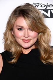 Hunter McGrady looked lovely with her waves and side-swept bangs at the Project Runway' New York premiere.