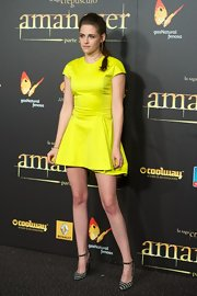 Kristen wore a classic silhouette in a neon hue for the 'Breaking Dawn - Part 2' Madrid premiere. Electric!