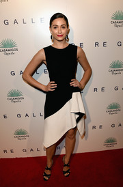 Emmy Rossum paired her dress with chic black cross-strap sandals by Jimmy Choo.