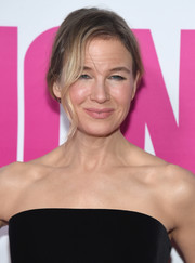 Renee Zellweger attended the New York premiere of 'Bridget Jones's Baby' wearing her hair in a loose side-parted bun.