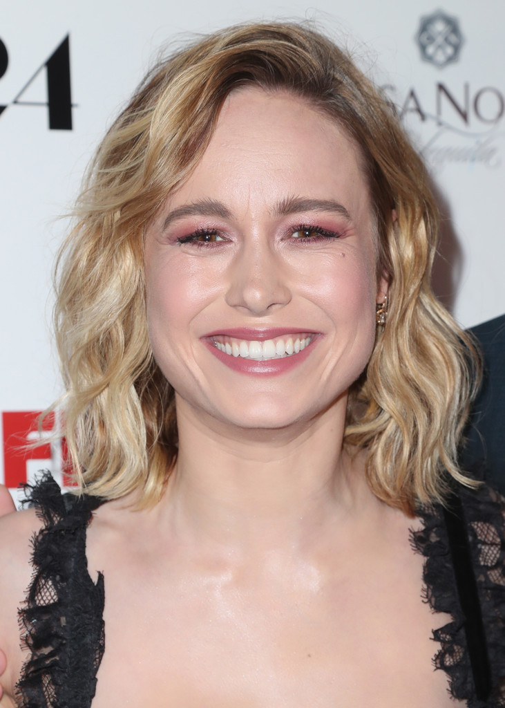 Brie Larson Medium Wavy Cut Brie Larson Hair Lookbook Stylebistro