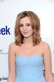 Laura Carmichael wore a chain necklace with a subtle pendant at the Britweek event.
