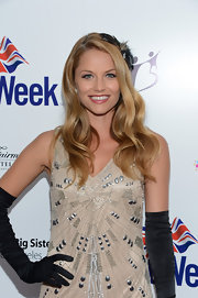 Ellen Hollman looked mesmerizing at the BritWeek Celebrates Downton Abbey event with her long wavy 'do.