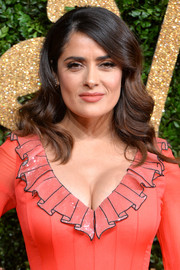 Salma Hayek glammed up her look with vintage-style waves for the British Fashion Awards.