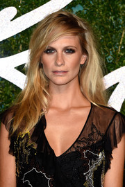 Poppy Delevingne was a smoldering beauty at the British Fashion Awards with this messy-sexy side-parted 'do.