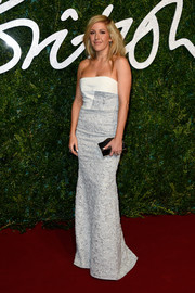 For an ultra-modern touch to her classy dress, Ellie Goulding accessorized with a geometric black hard-case clutch.