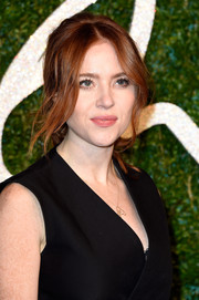 Angela Scanlon wore a sexy-romantic loose ponytail with center-parted, wavy tendrils during the British Fashion Awards.