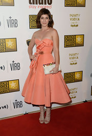 Lizzy Caplan's peach-colored retro-style frock featured a distinct ruffle detail on the bodice and waist.