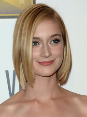 Caitlin Fitzgerald showed off her blonde locks with a stylish swinging bob.