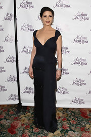 Catherine Zeta Jones dazzled in a midnight blue chiffon dress with a sweetheart neckline and tiered skirt.