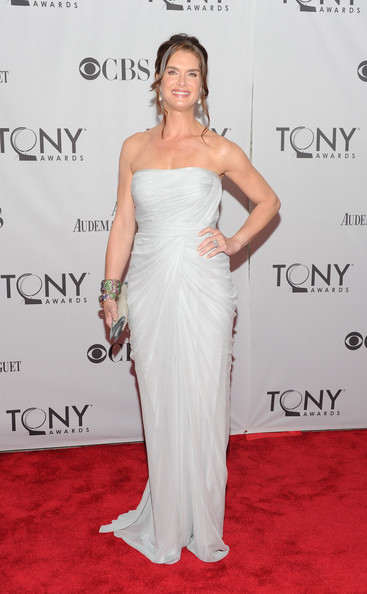 Brooke Shields Evening Dress [dress,gown,clothing,shoulder,hair,strapless dress,carpet,hairstyle,red carpet,joint,arrivals,brooke shields,tony awards,beacon theatre,new york city,65th annual tony awards]