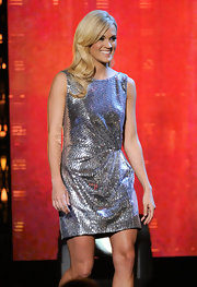 The country cutie sparkled in a silver Spring 2010 cocktail dress with a delicately gathered waistline.