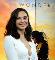 Gal Gadot visited Build wearing her hair in chic shoulder-length waves.