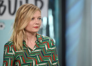 Kirsten Dunst visited the Build studios wearing her hair in textured layers.