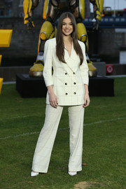 Hailee Steinfeld went office-chic in a grid-print pantsuit by Zeynep Arcay at the 'Bumblebee' cast photocall.