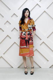 Kim Sung Hee looked vibrant and chic in a printed trenchcoat by Burberry during the Beauty Box event in Seoul.