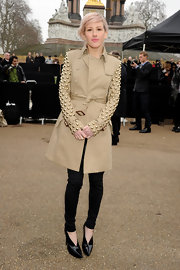 Ellie Goulding looked sharp in pointy black patent ankle boots.