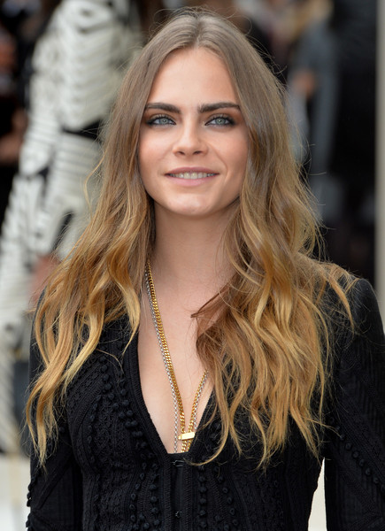 Cara Delevinge wore her hair loose with messy-glam waves during the Burberry Prorsum fashion show.