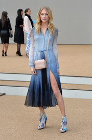 Poppy Delevingne complemented her stylish dress with a nude leather shoulder bag, also by Burberry.