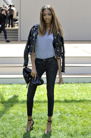 A soft black patent leather clutch finished off Jourdan Dunn's look.