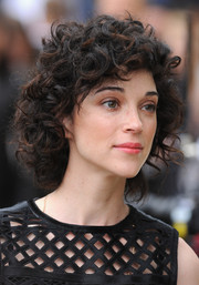 St. Vincent wore a short and sweet curly 'do at the Burberry Prorsum fashion show.
