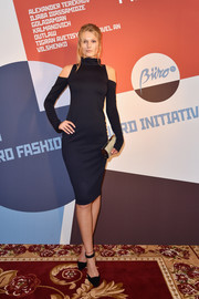 A taupe tube clutch finished off Toni Garrn's ensemble.