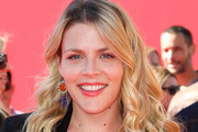 Busy Philipps Long Wavy Cut