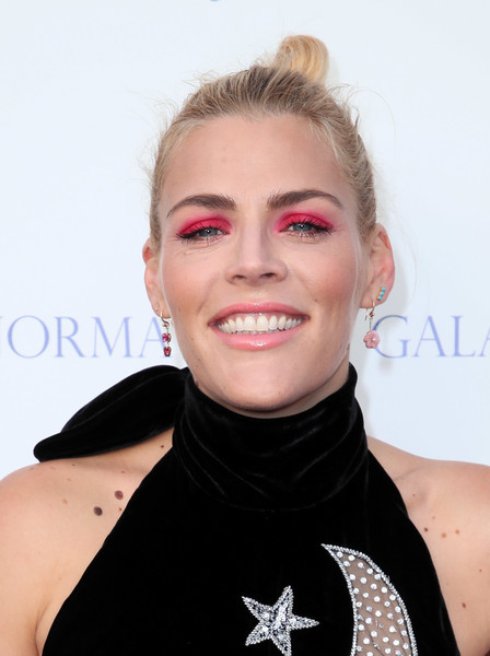 Busy Philipps Hair Knot [hair,face,lip,beauty,hairstyle,chin,eyebrow,neck,fashion,blond,uplift family services,hollygrove,hollywood,california,hollygrove campus,busy philipps,norma jean gala,arrivals]