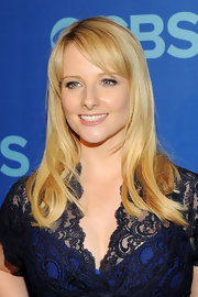 Melissa Rauch kept her look simple and chic with a straight cut with side-swept bangs.