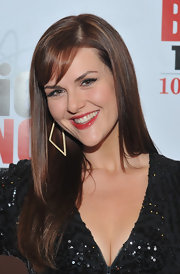 Sara Rue attended the 100th episode celebration of 'The Big Bang Theory' wearing her auburn locks long and straight.