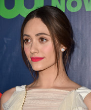 Emmy Rossum's bright pink lipstick totally lit up her beauty look.