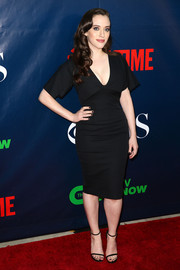 Kat Dennings added an extra dose of sexiness with a pair of black skinny-strap sandals.