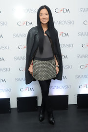 Vera Wang opted for a sleek and modern look with this gray dress with patterned skirt.