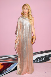 Rachel Zoe kept the shine going with a mirrored gold clutch by Judith Leiber.