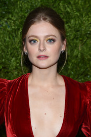Anna Baryshnikov went just a bit retro with this toned-down beehive at the 2019 CFDA/Vogue Fashion Fund Awards.