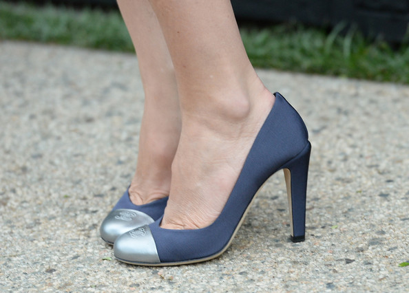 Emily Mortimer's silver-toed pumps oozed classic elegance at the Chanel Dinner in LA.