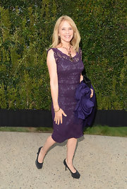 Rosanna Arquette chose a plum-colored lace dress for a super classic and sophisticated look.
