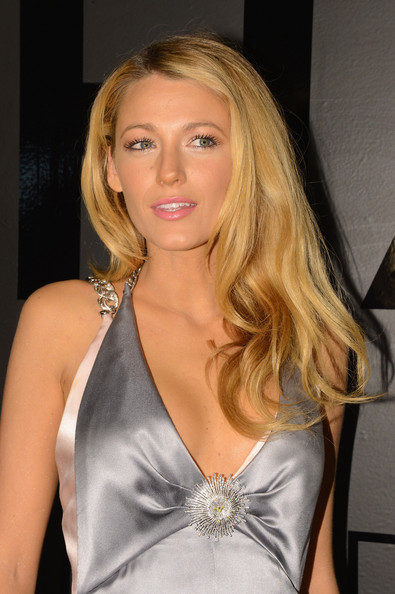 More Pics of Blake Lively Long Curls (1 of 14) - Blake Lively Lookbook - StyleBistro