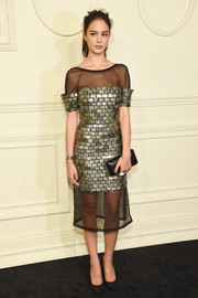 Courtney Eaton chose an elegant chain-embellished leather clutch to pair with her dress.