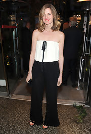 Amanda wore a fabulous black-and-white jumpsuit with a ladylike ribbon tie at the Chanel event in NYC.