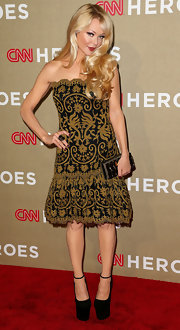 Charlotte looked like a total doll in this strapless gold on black filigree dress.