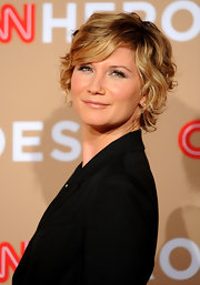 Jennifer gave her short bob some flair with soft curls.