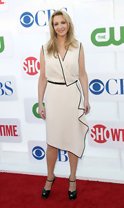 Lisa Kudrow wore black YSL platform peep-toes with her wrap dress for an ultra-stylish finish.