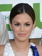 Rachel Bilson'S center-parted low pony kept her hair pulled back so that her bold eyeshadow could be front and center.